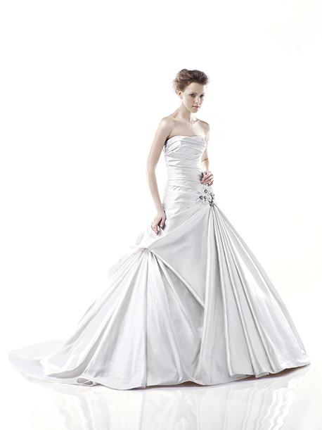 blue-by-enzoani-weddingstyles-delaware-voorkant