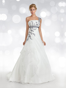oreasposa-weddingstyles-l766-voorkant
