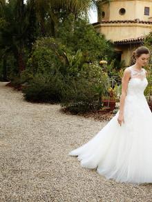 beautiful-by-enzoani-weddingstyles-16-13-voorkant-2